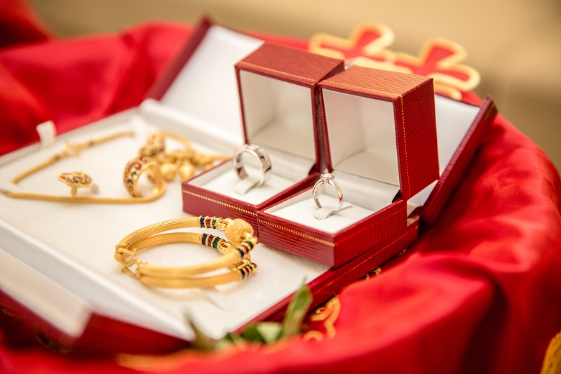 Giving the Gift of Precious Metals and Gold in Asia